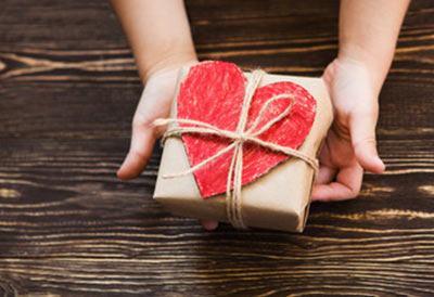 Alle fortjener en gave og fødselsdagskort