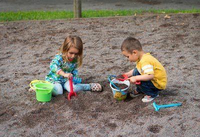 Børn i sandkassen