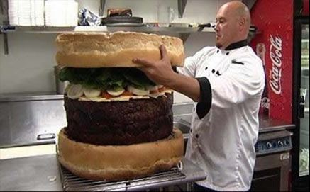 Hvem-bestiller-en-saa-stor-burger